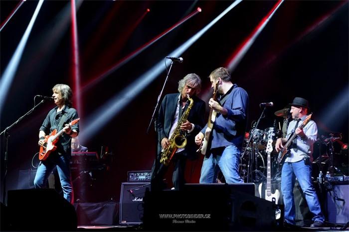 17.02.2019 - The Dire Straits Experience - Koncert / Hradec Králové