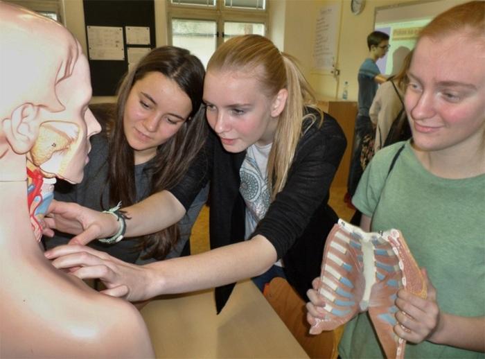 ZDRAVOhrátky ve Svitavách přivedly žáky do místní nemocnice i na stanoviště záchranky