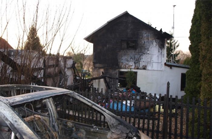 Šest jednotek hasičů zasahovalo nad ránem u požáru v Budčevsi