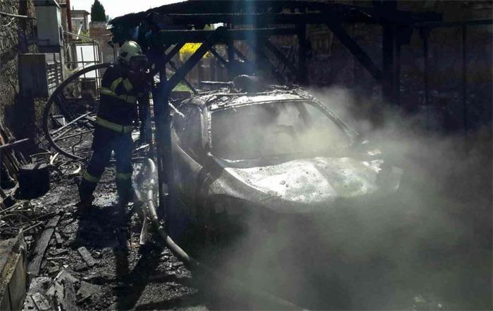 Nedbalost muže způsobila požár přístřešku