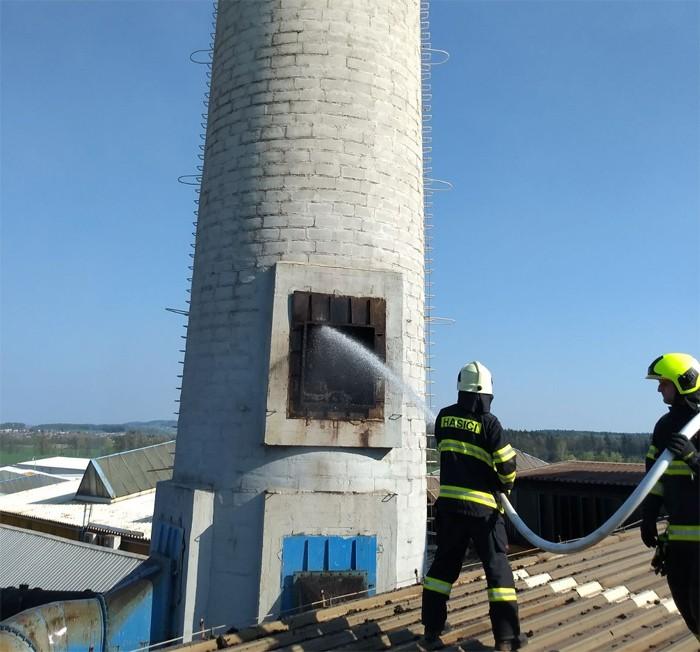 Hasiči likvidovali požár v průmyslovém objektu v Častolovicích
