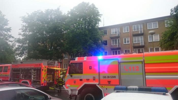 Sedm zraněných a 30 evakuovaných u požáru bytu v Havířově