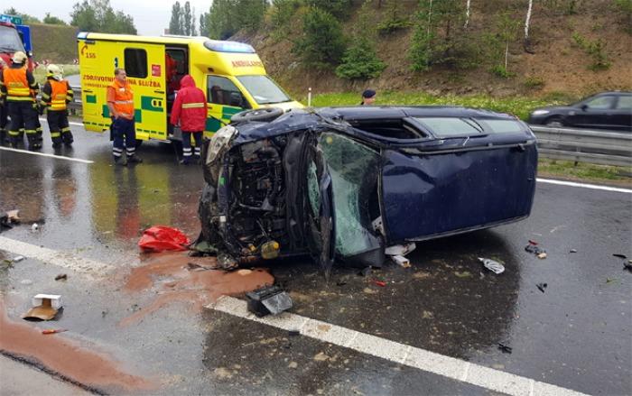 Pro zraněného řidiče na dálnici u Příbrami letěl vrtulník
