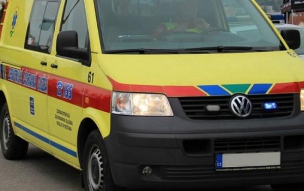 Zraněného motocyklistu převezli zdravotníci do nemocnice