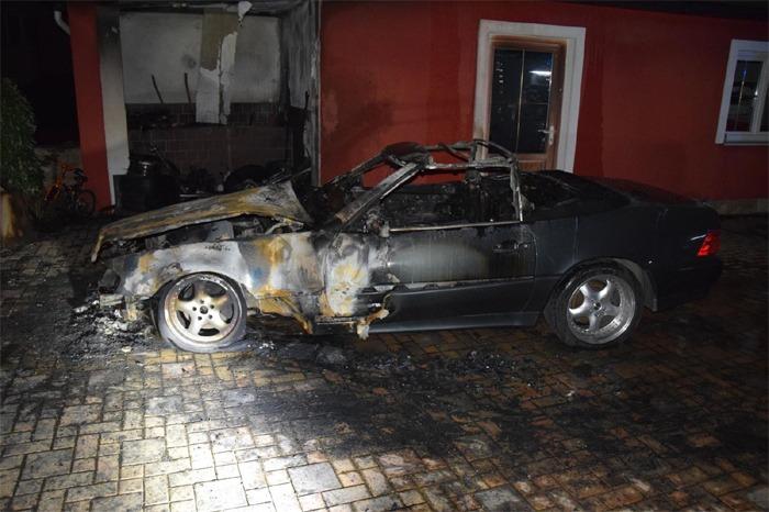 Požár auta byl pravděpodobně založen úmyslně