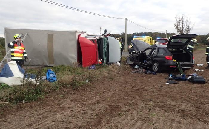 Hasiči vyprošťovali řidiče po střetu dvou vozidel ve Staré Boleslavi