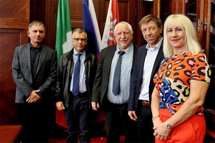 Spolupráce kraje s italským regionem Marche přináší například výměnné pobyty studentů