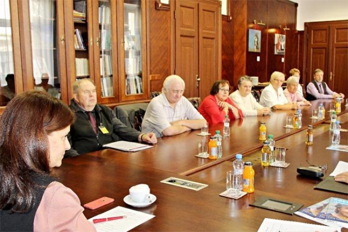 Hejtmanka Středočeského kraje odměnila zástupce seniorů