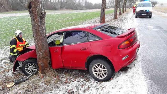 Dopravní nehoda osobního vozidla u Číhalína