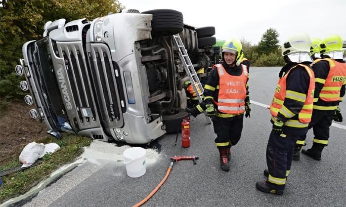 Tragická nehoda dvou kamionů na Hoře Svatého Šebestiána