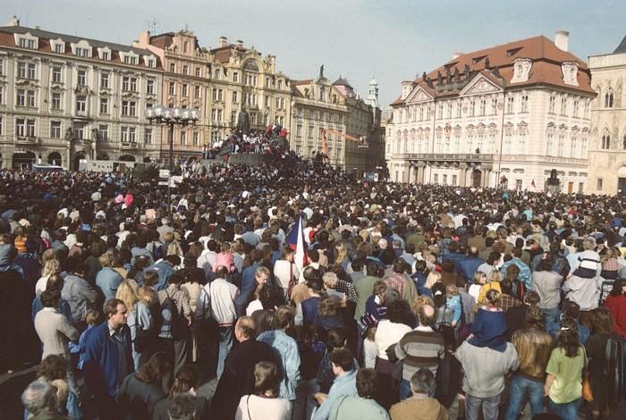Byli jsme při tom. Česká televize připravila unikátní výstavu fotografií a knihu k výročí roku 1989