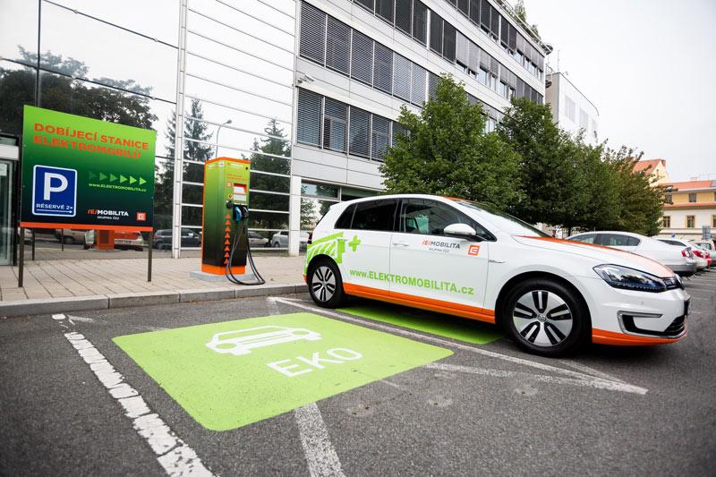 Elektromobily poprvé prolomily spotřebu milion kWh. Nejvíce se tankovalo V Praze a Olomouci