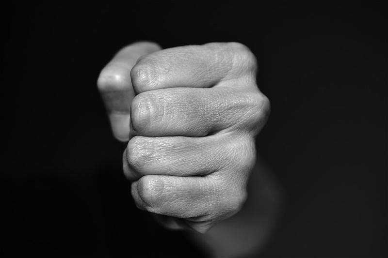 Muž z Otrokovic na Štědrý den fyzicky napadl seniora, skončil ve vazbě