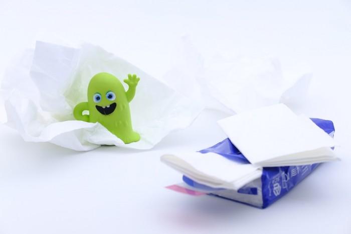 Některé papírové kapesníčky obsahují mikroorganismy už od výroby, odhalil to nezávislý test