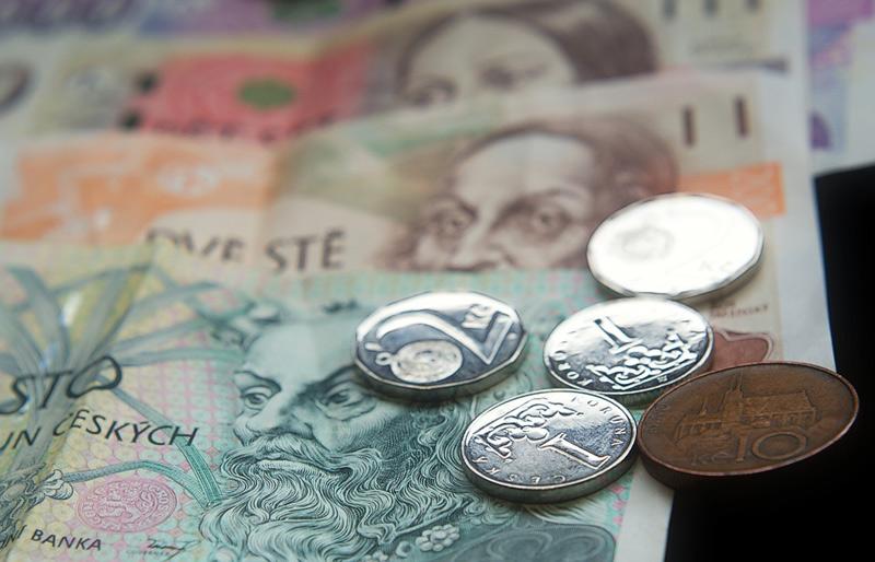 Bezdomovec použil padělané bankovky u přepážky pošty, hrozí mu až 10 let vězení