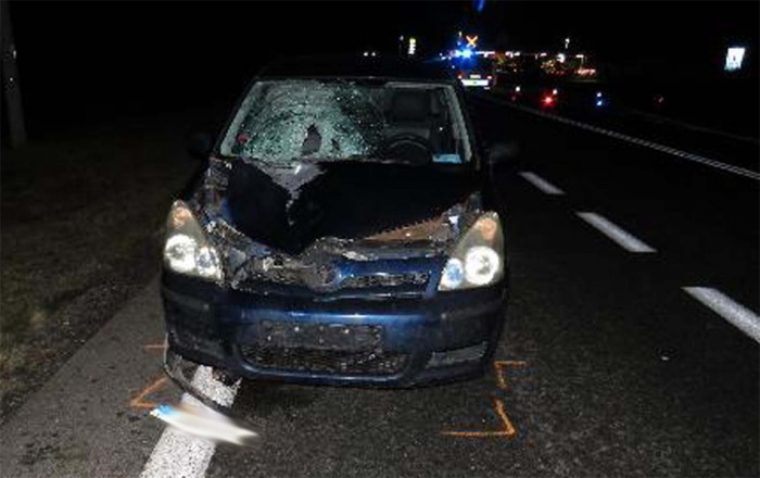 Řidič Toyoty vlivem špatné viditelnosti srazil chodce, který na místě zemřel