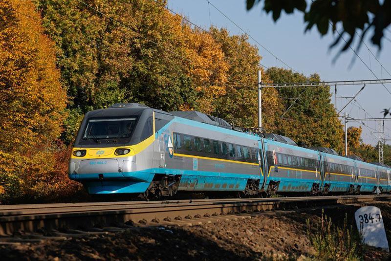 Zvyšování rychlosti na železnici se projevuje kratšími jízdními dobami vlaků