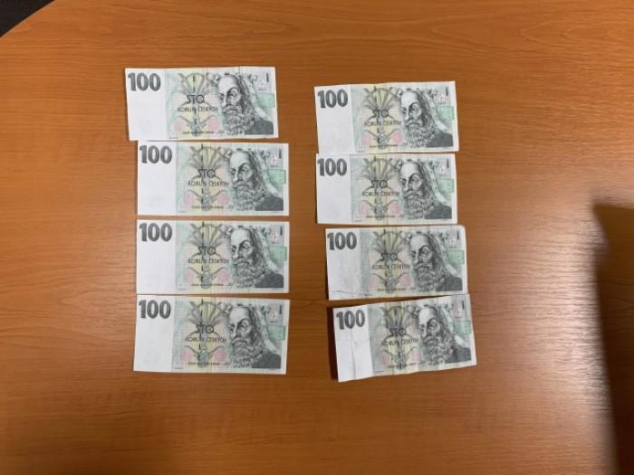 Mladiství hoch z Karlovarska si doma tiskl peníze, platil s nimi po obchodech