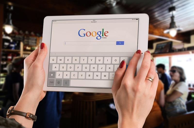 Irský dozorový úřad zahájil vyšetřování Googlu kvůli sledování polohy