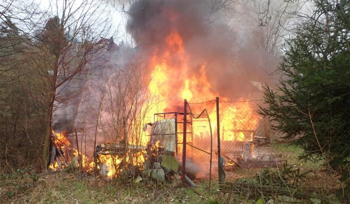 V místní části Kudlov ve Zlíně shořela dřevěná chata