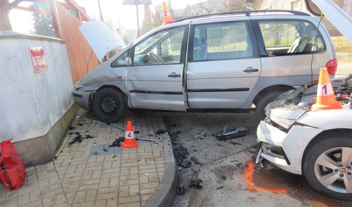 Zřejmě nepozornost zavinila střet vozidel na Jičínsku