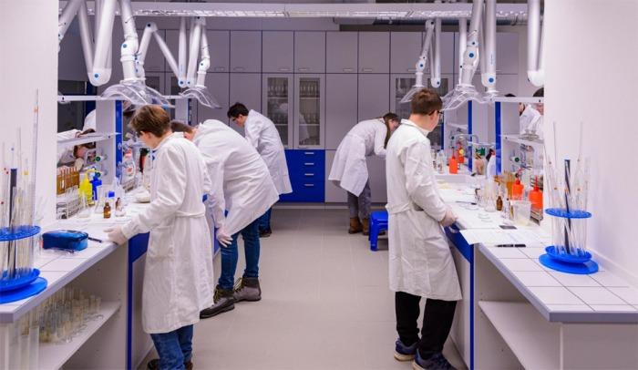 Střední škola obchodní v Českých Budějovicích otevřela nové učebny a laboratoře