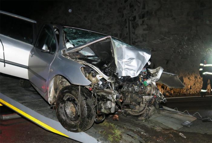Jednapadesátiletý řidič přišel o život při nárazu do stěny kamenného železničního viaduktu