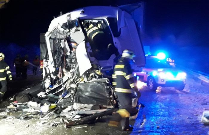 Ke zranění jednoho řidiče došlo při střetu dvou kamionů na dálnici ve směru na Brno