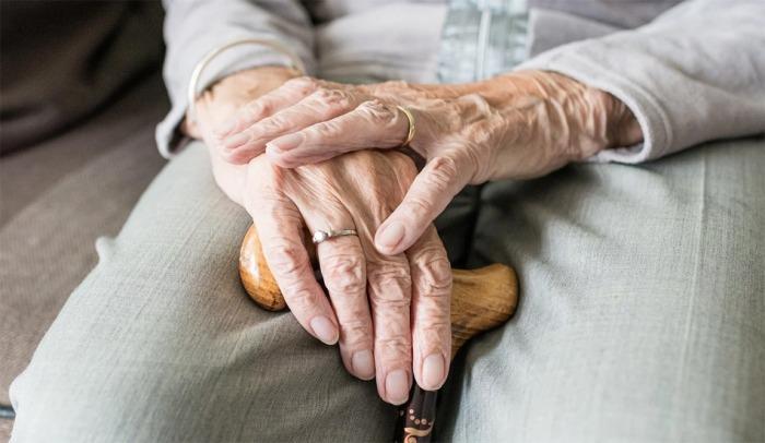 Smysly seniorů slábnou a jsou proto více ohroženi požáry nebo náhlými zdravotními komplikacemi