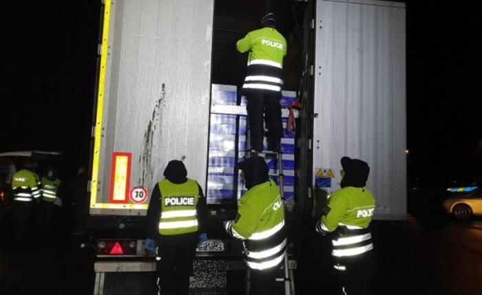 V návěsu kamionu se ukrývalo jedenáct nelegálních migrantů