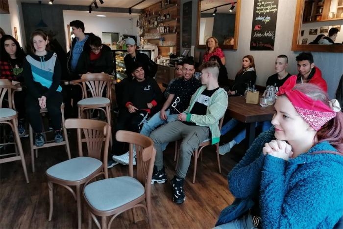 Mladí ze čtyř dětských domovů na severní Moravě zjišťovali, jak na bezpečný sex na osvětové akci Růžový únor