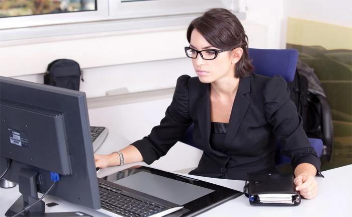 Jak se vyhnout bolavým zádům při dlouhodobém sezení u počítače