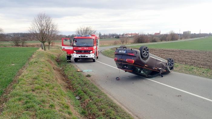 Ke zranění dítěte došlo při nehodě osobního vozu u Holešova