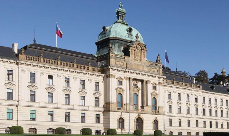 Česká republika se rozhodla zastavit přímé lety z Jižní Koreje a severní Itálie, biatlon bude bez diváků