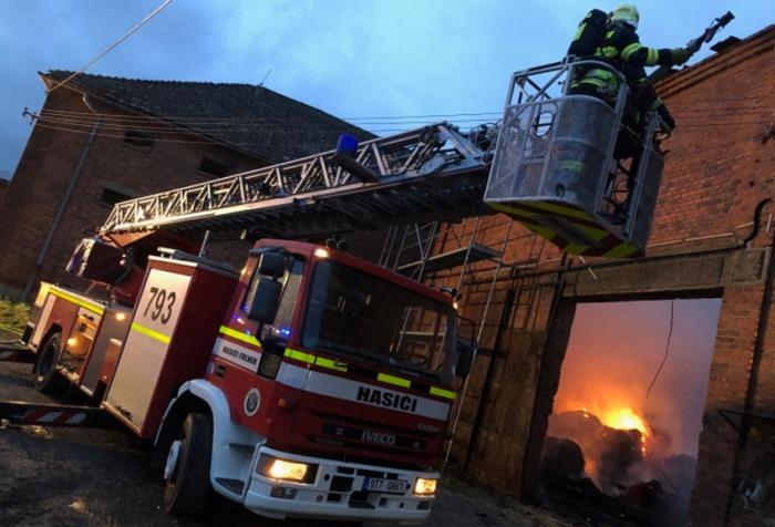 Škodu téměř za milion korun způsobil požár stodoly na Novojičínsku