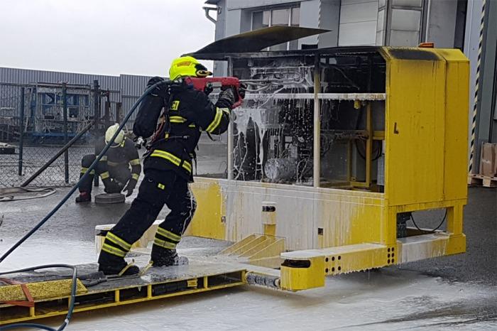 Škodu za šest milionů způsobil požár manipulátoru pro výrobní linku