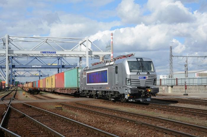 Deset lokomotiv Siemens Vectron pro společnost METRANS bylo finálně předáno