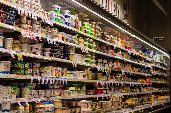 Třiatřicetiletý muž z Prostějovska kradl v různých obchodech zboží, partnerka mu  aktivně pomáhala