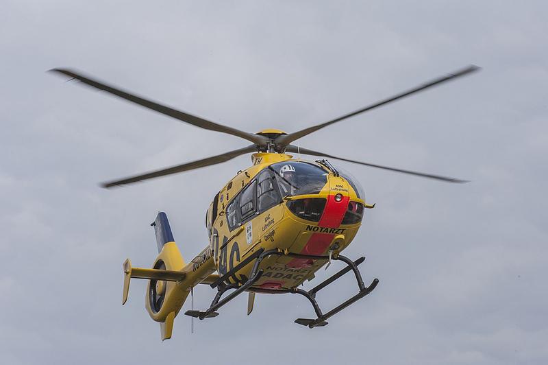 Devětapadesátiletý muž se zřítil ze žebříku při bourání zdi, na místě zasahoval vrtulník