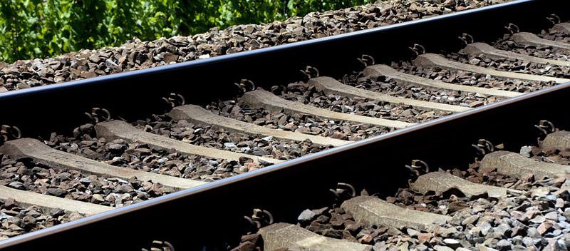 V Hodousicích u Nýrska došlo ke srážce vlaku s mužem, ten na místě zemřel