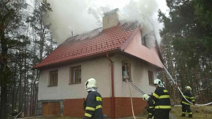 Požár chaty v České Rybné způsobil škody za 700 tisíc korun