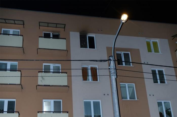 Při požáru bytu v Příboře evakuovali hasiči devět osob a jednoho zraněného