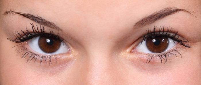 7 chyb, kterými nejvíce škodíme našim očím. Děláte je také?