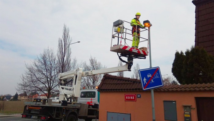 Veřejné osvětlení musí jet na plný plyn i v době pandemie. Stejně jako doprava nebo služby energetiků