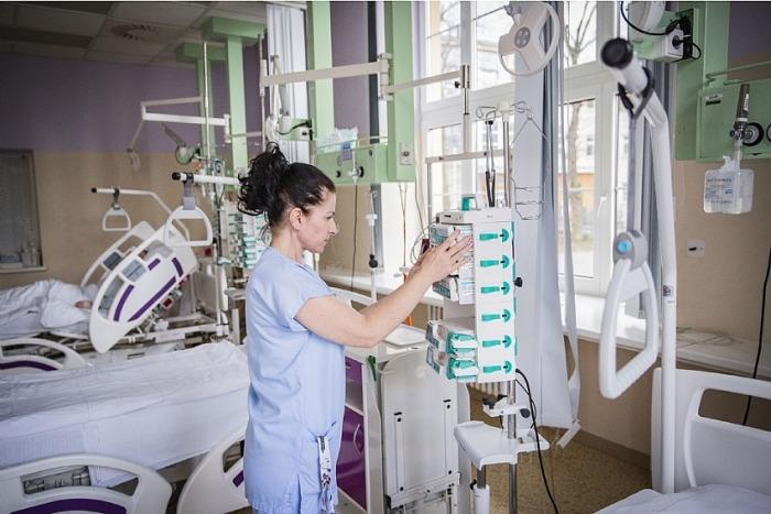 Vsetínská nemocnice otevřela infekční oddělení, chirurgie se vrací do normálu
