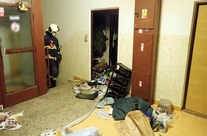 Osoba bez známek života byla nalezena při požáru bytu v Kroměříži