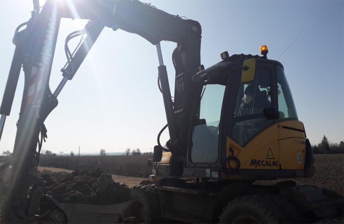 Stavbaři ze SOVIS CZ mají ochranné pomůcky i dezinfekci a na stavbách pokračují v práci