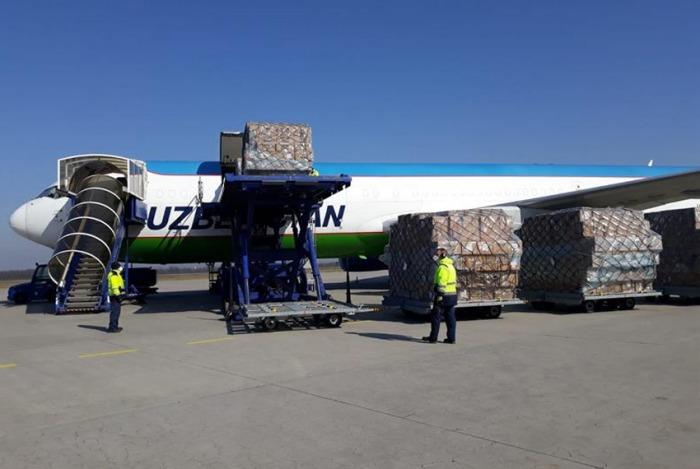 Ostravští celníci odbavili první leteckou zásilku se zdravotnickým materiálem