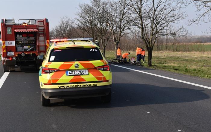 Střet dvou motorkářů u Poděbrad měl tragické následky