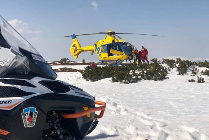 Mladého skialpinistu zachraňovali hasiči z lavinového svahu v Krkonoších
